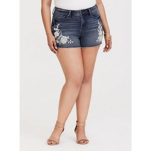 [24R] Torrid - Embroidered High Rise Short Shorts